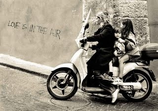 Three_on_a_bike_Naples-2